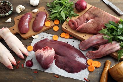 Es muss nicht immer Filet sein. Auch Kälberfüße, Schweineschnauze, Rinderzunge, Herz, Leber, und Nieren sind essbar.