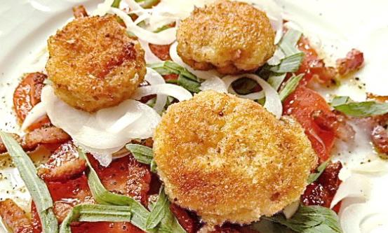 Lammhoden auf Tomatensalat mit Estragon und knusprigem Speck