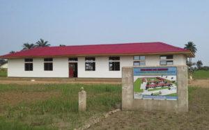 Gebäude der Berufsschule für Brunnenbauer*innen im Kongo