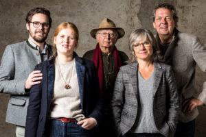 Familie Schweisfurth im Portrait. Drei Generatiionen wurden zusammen fotografiert.