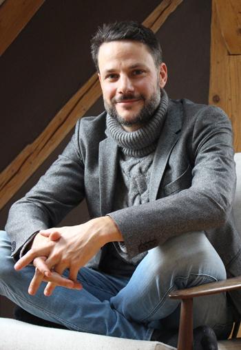 Sebastian Ascher zuhause in seinem Bauernhaus bei München. Er beginnt in wenigen Tagen ein sechsmonatiges Sabbatical.