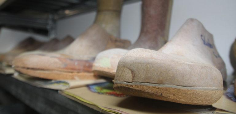 Nach wie vor unentbehrlich: Leisten in der Orthopaedie-Schuhmacher-Werkstatt Hans Goll