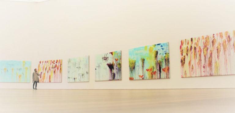"""Künstler Cy Twombly gestaltete einen der Hauptsäle des Museum Brandhorst in München selbst. Er beherbergt seine Gemäldereihe """"Lepanto""""."""