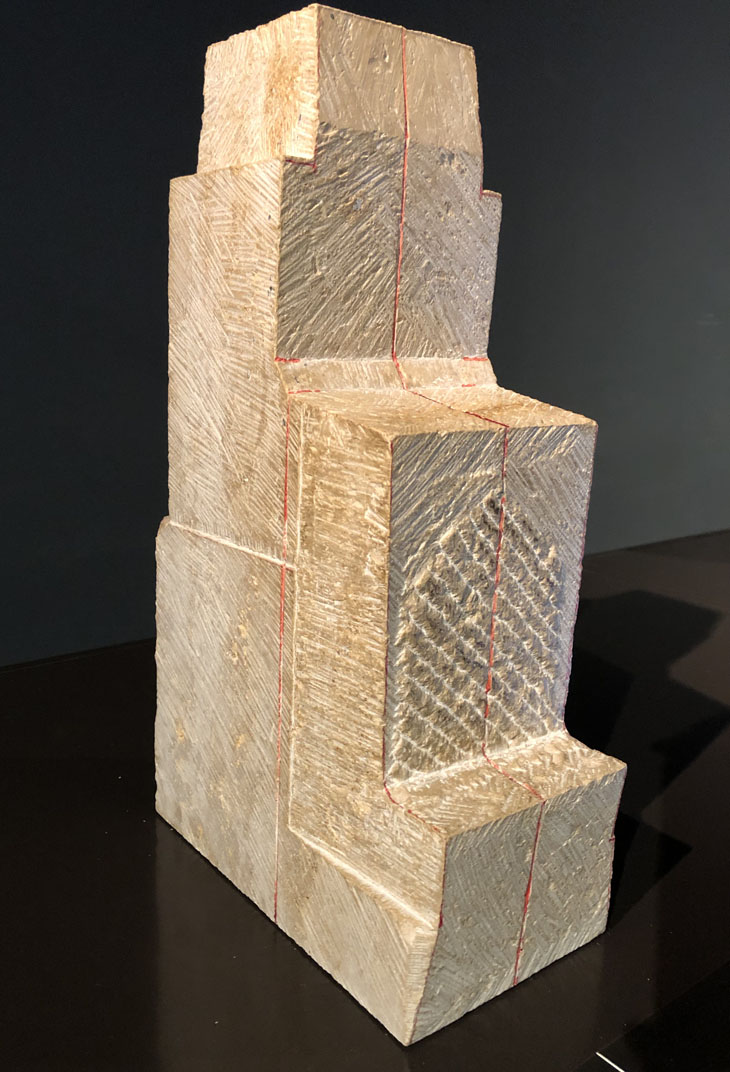 Steinblock zur Bearbeitung für ägyptische Skulptur im Ägyptischen Museum München. Selbsttest, Freiraum