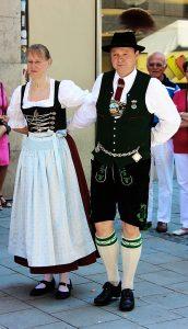 Mann und Frau in bayerischer Tracht
