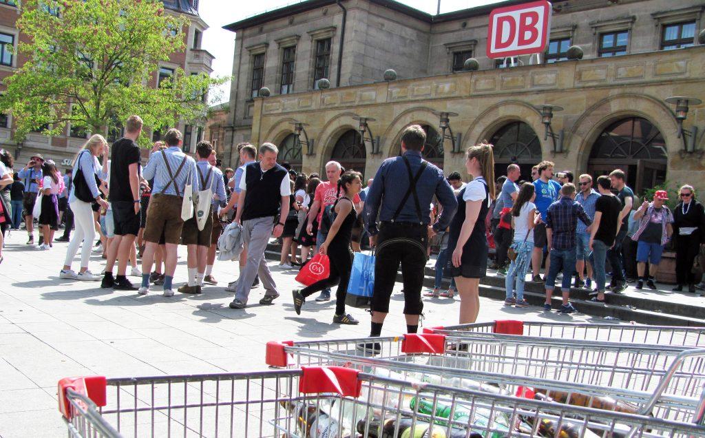 Erlangen-Bergkirchweih-Besucher-Hauptbahnhof