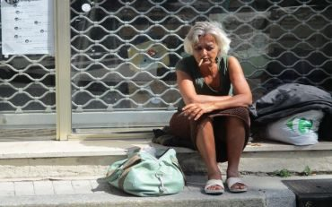 Vivien_homeless-1058245_1920-1-370x231