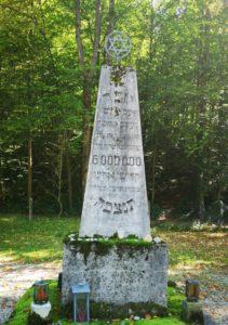 Mahnmal in Obeliskform für die sechs Millionen ermordeten Juden während der nationalsozialistischen Diktatur