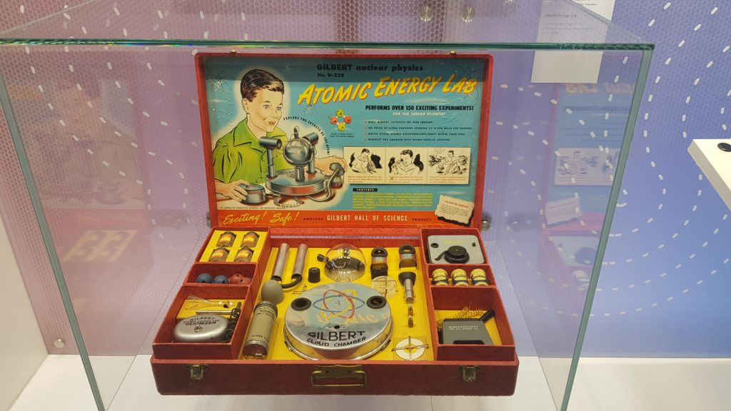 """Atomkoffer-Spielzeug auf der Sonderaustellung """"energie.wenden"""""""