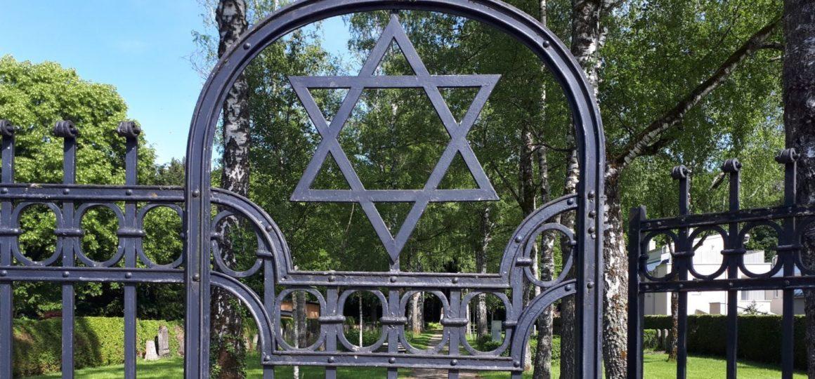 Eingangstor am Jüdischen Friedhof Gauting mi