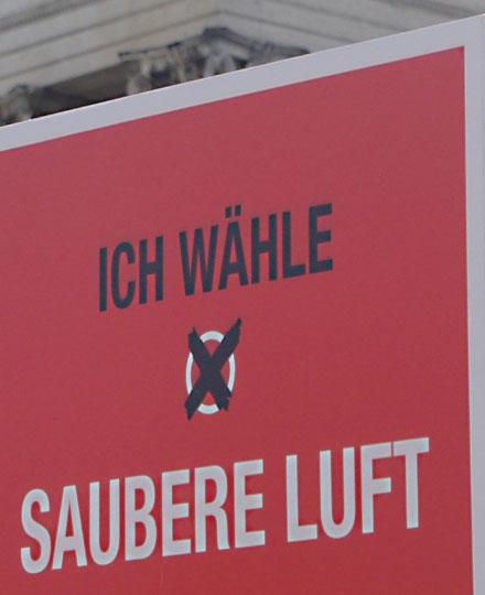 Rotes Plakat Ich wähle saubere Luft von der Demonstration Mir ham's satt am 6. Oktober 2018 in München