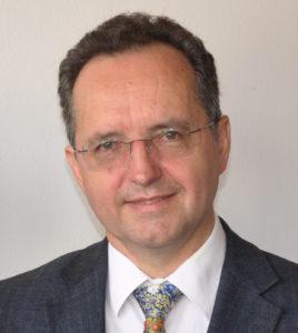 Norbert Hellinger im Portrait mit Hemd und Krawatte