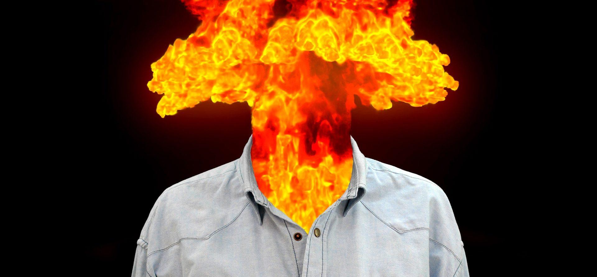 Feuerexplosion aus dem Hemdkragen