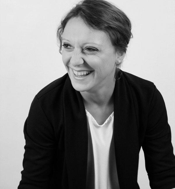 Schwarz-weiß-Portrait Anja Baumeister