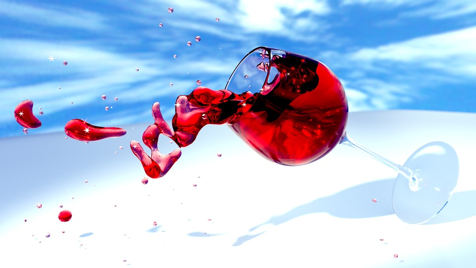 Ein Glas mit Rotwein