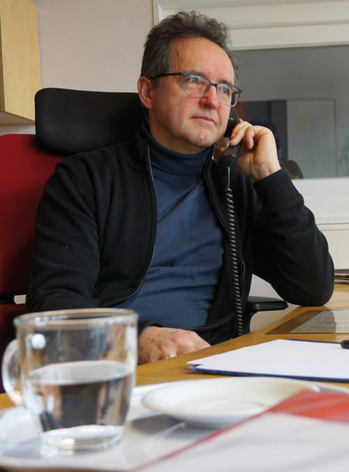 Portraitfoto von Norbert Ellinger, evangelischer Pfarrer, Leiter der Telefonseelsorge München,ebz