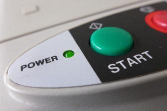 """Nahaufnahme Drucker: Buttons """"Start"""" und """"Power"""""""