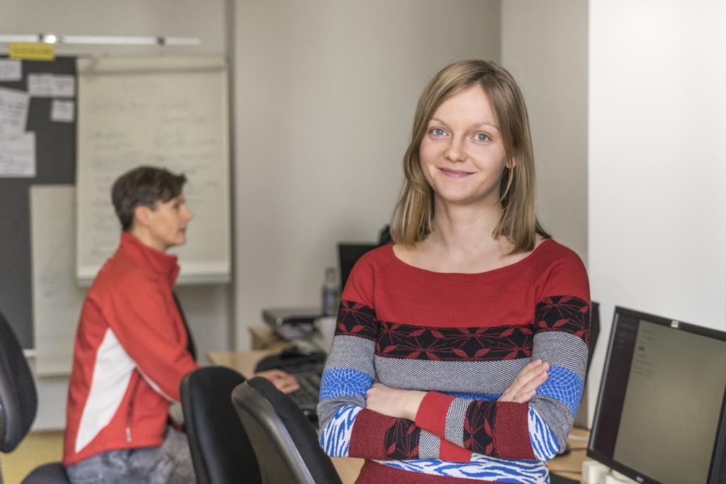 Kursteilnehmerin Svetlana Kerestely im Klassenzimmer